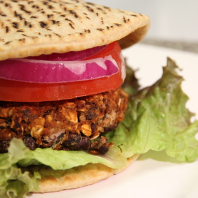 Chili bean burgers with lettuce tomatoes red onion 280x280